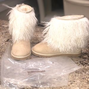 UGG Short Sheepskin Cuff Sand Boots✨ NEVER WORN